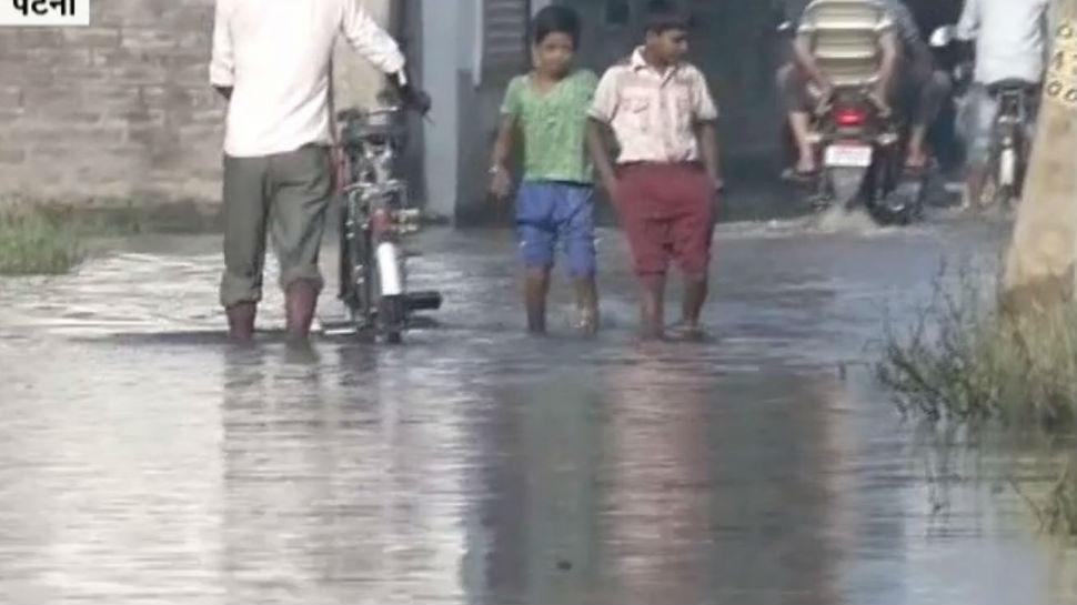 पटना: जलजमाव को लेकर दिख रहा लोगों का गुस्सा, डेंगू के 1500 मामले आए सामने
