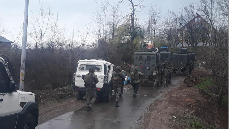 J&K: शोपियां में ट्रक ड्राइवर हत्या मामले में पुलिस ने 15 लोगों को हिरासत में लिया, पूछताछ जारी