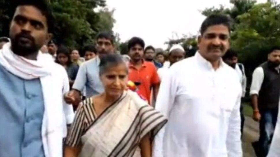 किशनगंज: जनता को संबोधित नहीं कर पा रही हैं 72 साल की कांग्रेस उम्मीदवार, BJP ने कसा तंज