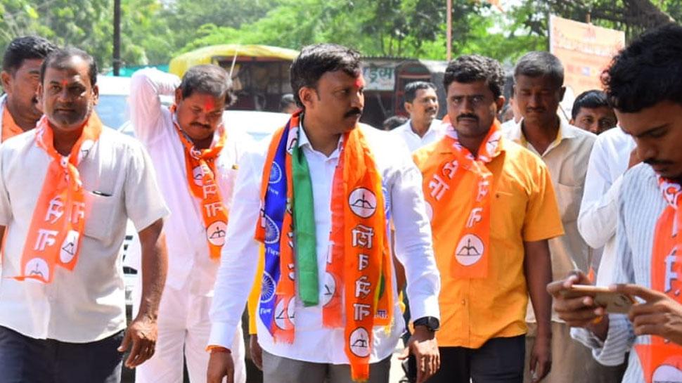 महाराष्ट्र: प्रचार के दौरान शिवसेना सांसद पर चाकू से हमला, हमलावर फरार