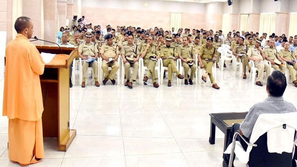 CM योगी बोले- 'पुलिस महज चालान काटने को लक्ष्य न बनाए, जागरूकता भी जरूरी है'