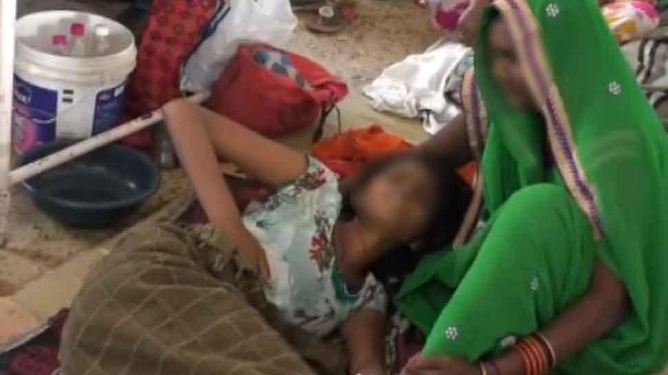 छेड़छाड़ से परेशान छात्रा ने जहर खाकर की जान देने की कोशिश, आरोपी के डर से परिवार ने साधी चुप्पी