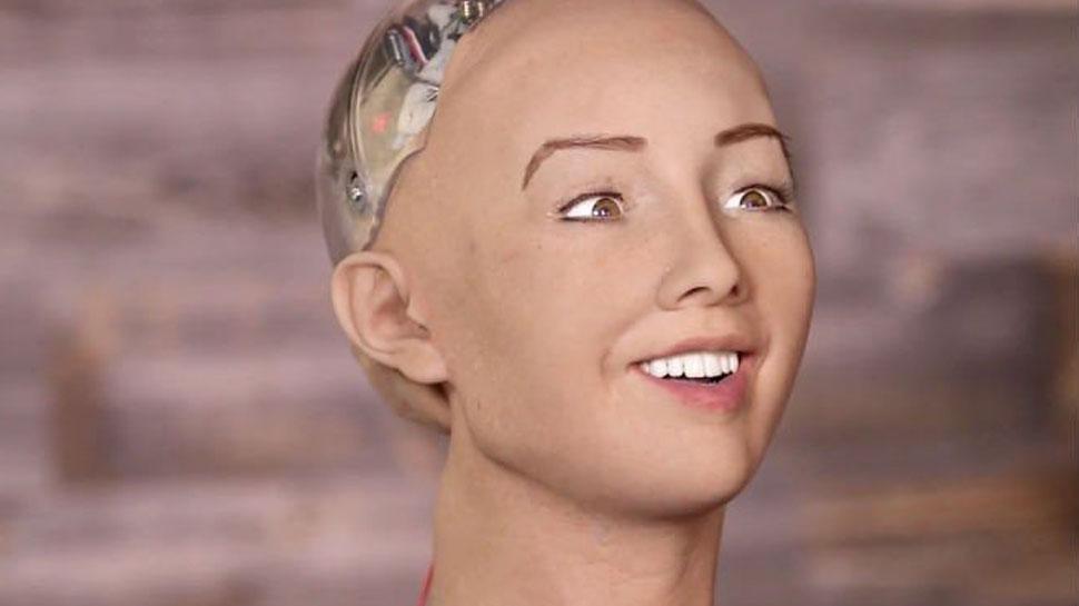 यह रोबोट हिंदी में पूछती हैं 'नमस्ते, आप कैसे हैं', देश की नागरिकता का प्रस्ताव मिला