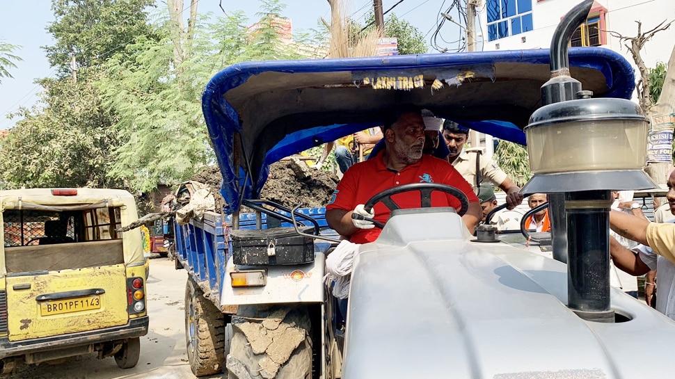 ट्रैक्टर में कूड़ा भरकर मंत्री सुरेश शर्मा के घर निकले थे पप्पू यादव, पटना पुलिस ने काटा चालान