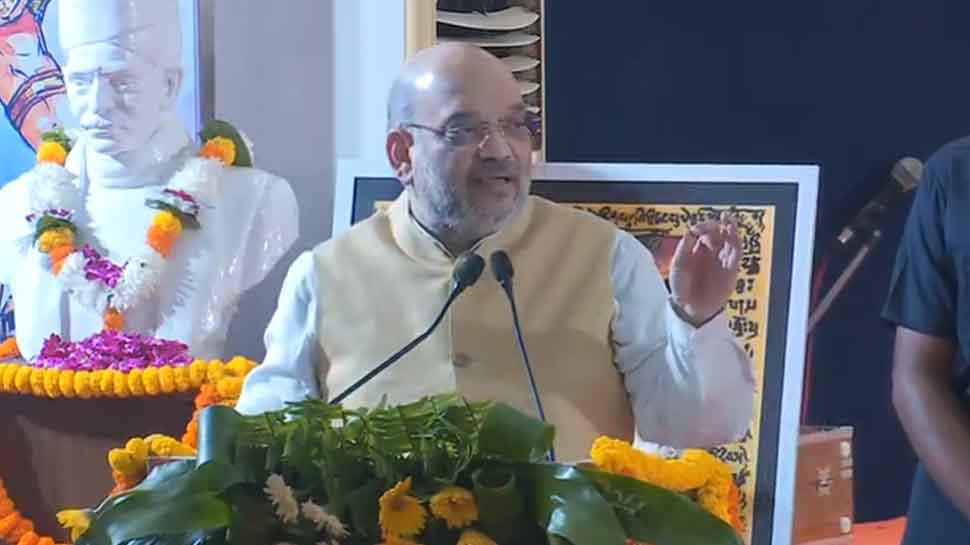 वाराणसी पहुंचे गृहमंत्री अमित शाह, 2 दिवसीय अंतर्राष्ट्रीय संगोष्ठी का किया उद्घाटन