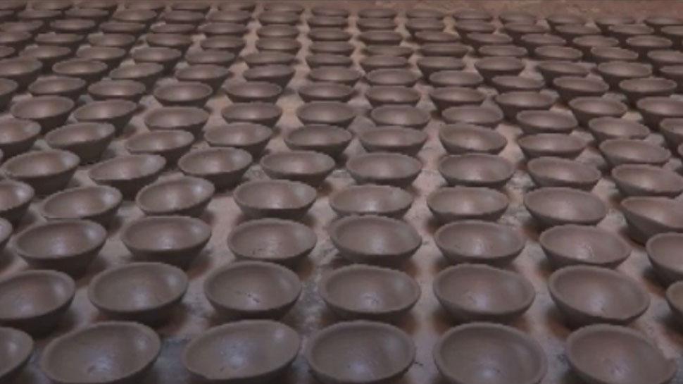 राजस्थान: चाइनीज सामान की वजह से कम हुआ मिट्टी के दियों का क्रेज