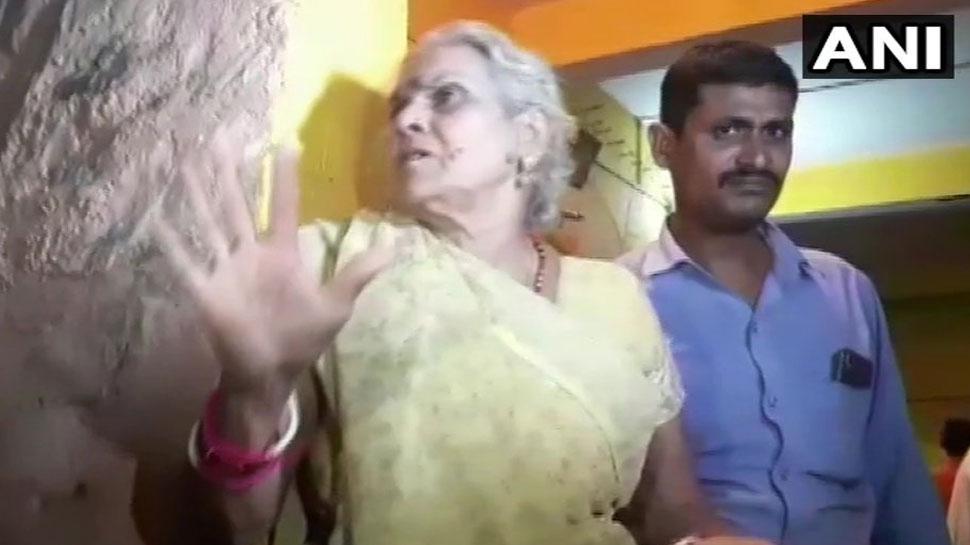 कमलेश तिवारी की मां बोलीं, '2 सालों से मिल रहीं थी धमकी, लेकिन प्रशासन ने एक न सुनी'