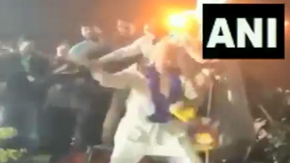 VIDEO: महाराष्ट्र में भाषण देकर मंच से उतर रहे थे ओवैसी, अचानक करने लगे डांस, फिर...