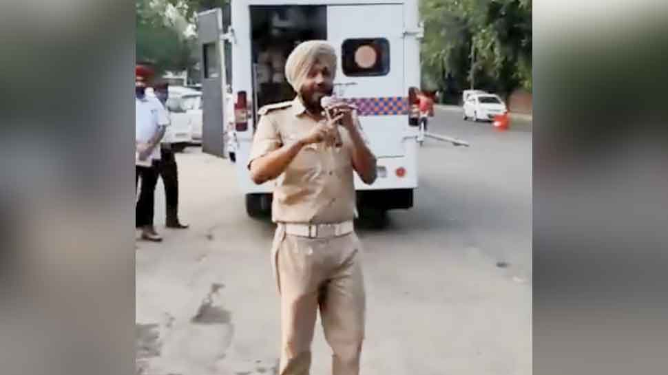 Traffic rules are explained through song