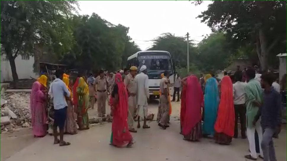 सवाई माधोपुर: अवैध बजरी परिवहन के खिलाफ ग्रामीणों ने किया सड़क जाम, हंगामा