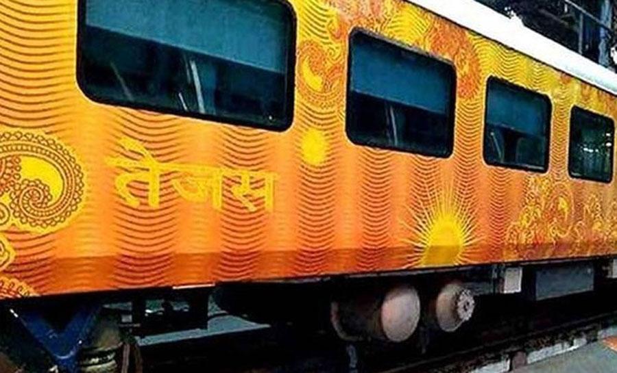 सवा 3 घंटे लेट हुई तेजस ट्रेन, रेलवे के इतिहास पहली बार यात्रियों को मिलेगा मुआवजा