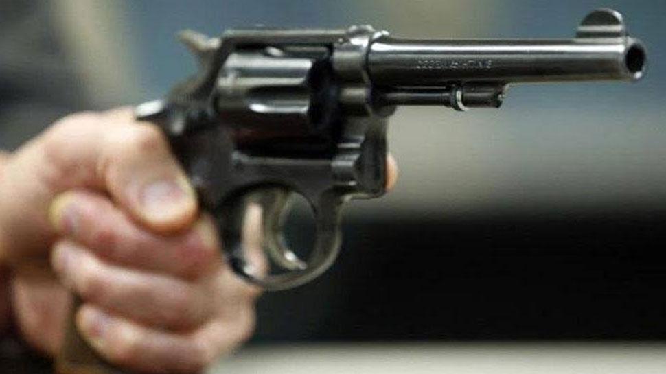 मऊ: बदमाशों ने दुकान में घुसकर की फायरिंग, व्यापारी की मौत, एक गंभीर