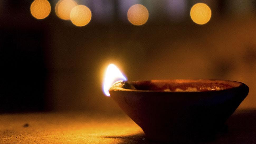दीपावली: दीये बनाने वाले परिवारों के घर अंधेरा