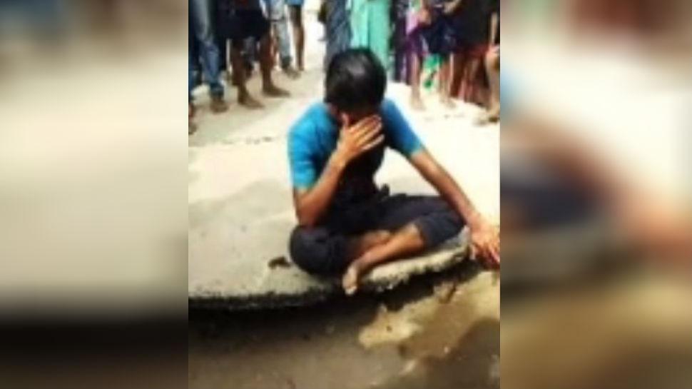 बिहार: खगड़िया में युवक ने देवी को बलि देने का किया प्रयास, खुद ही काटने लगा अपना गला