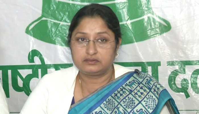 कोडरमा: सांसद अन्नपूर्णा देवी ने आयुष्मान भारत पर लिया फीडबैक, लोगों से की मुलाकात