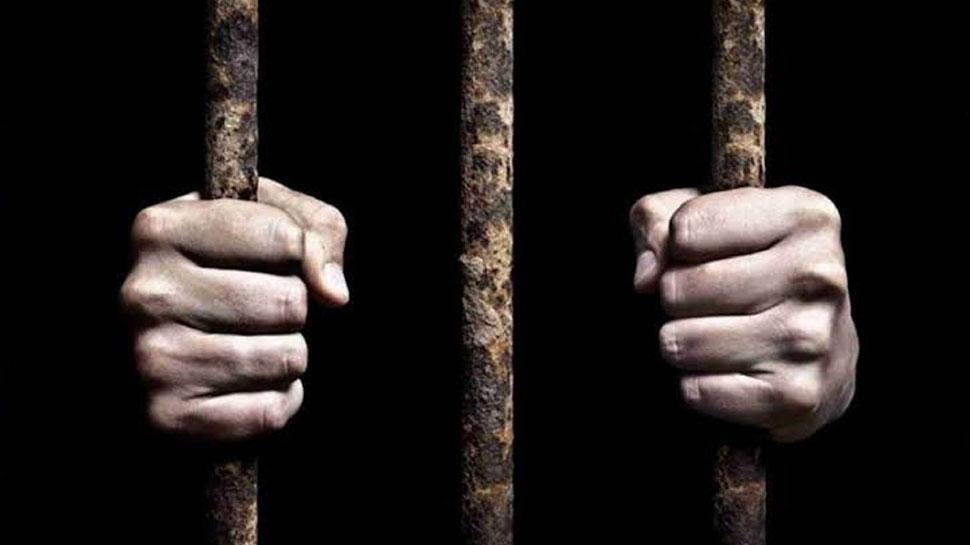 छत्तीसगढ़: ड्यूटी के दौरान सो रहे थे जेल प्रहरी, कैदियों ने तोड़ा ताला और हो गए फरार