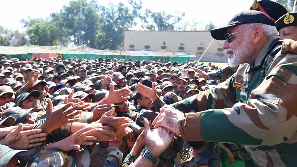 VIDEO: PM नरेंद्र मोदी ने फौजियों संग मनाई दिवाली, बोले- 'कश्मीर के एक हिस्से पर पाक के कब्जे की है कसक'