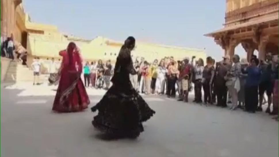 जयपुर: दीपावली पर आमेर महल में सांस्कृतिक कार्यक्रम का आयोजन, जमकर झूमे पर्यटक