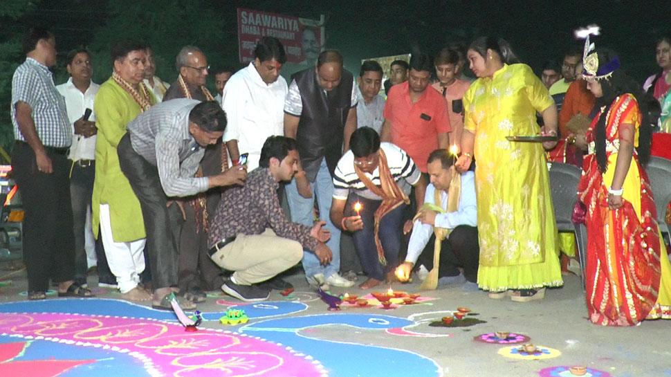 राजस्थान: दिवाली पर दो दशक बाद रोशन हुआ अग्रेसन सर्किल, बनाई रंगोली, जलाए गए दीपक