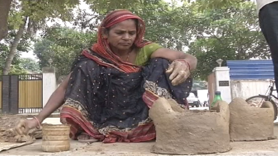 पटना: छठ पूजा के लिए मुस्लिम महिलाएं बनाती हैं चूल्हा, वर्षों से चली आ रही है यह परंपरा