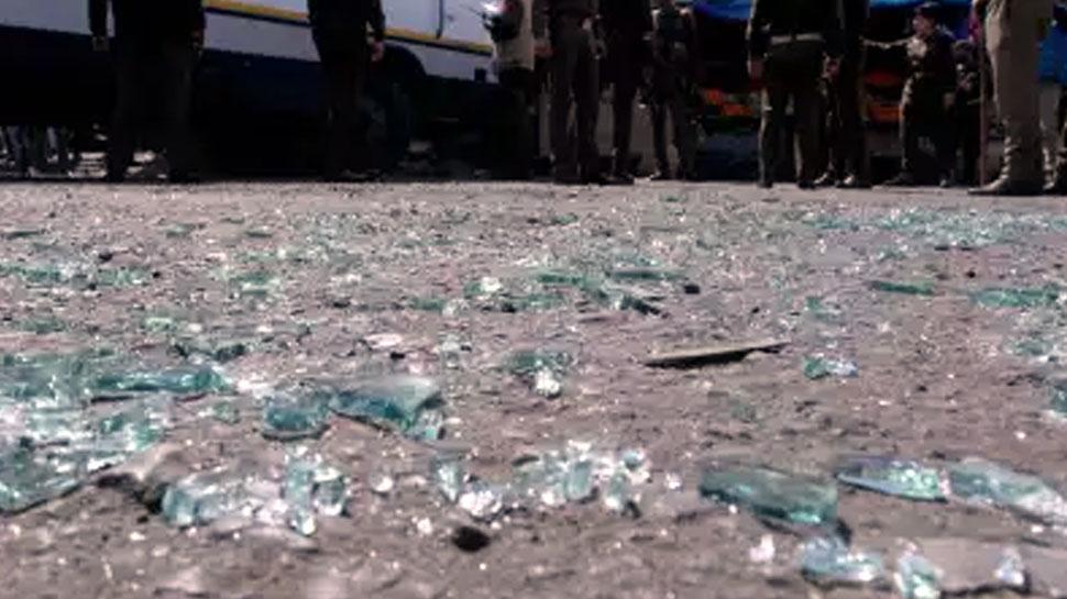 J&K: सोपोर के बस स्टैंड पर आतंकियों ने फेंका ग्रेनेड, 19 लोग घायल