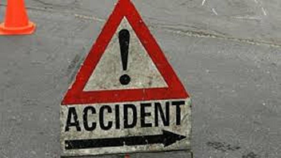 मोतिहारी: तेज रफ्तार बस ट्रक से टकराई, एक दर्जन से अधिक यात्री हुए घायल