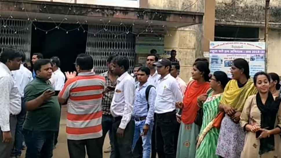 मध्य प्रदेशः ट्रेनिंग करने आए शिक्षकों को नहीं मिला खाना, किया जमकर हंगामा