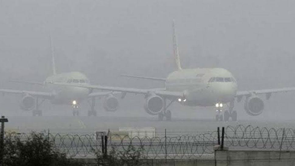 दिल्ली : वायु प्रदूषण के कारण कम हुई विजिबिलिटी, दिल्ली एयरपोर्ट से 32 फ्लाइट्स डायवर्ट
