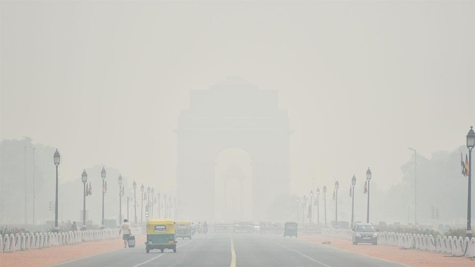 दिल्ली में प्रदूषण की 'सुपर इमरजेंसी', AQI 999 पहुंचा, विजिबिलिटी हुई बहुत कम