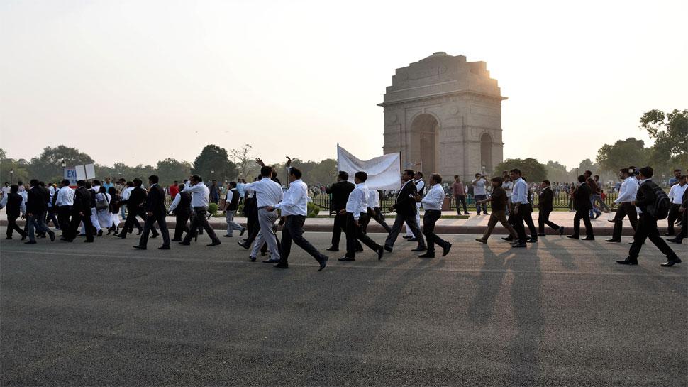 काम पर लौटें वकील, हिंसा में शामिल वकीलों की पहचान की जाए: बार काउंसिल ऑफ इंडिया