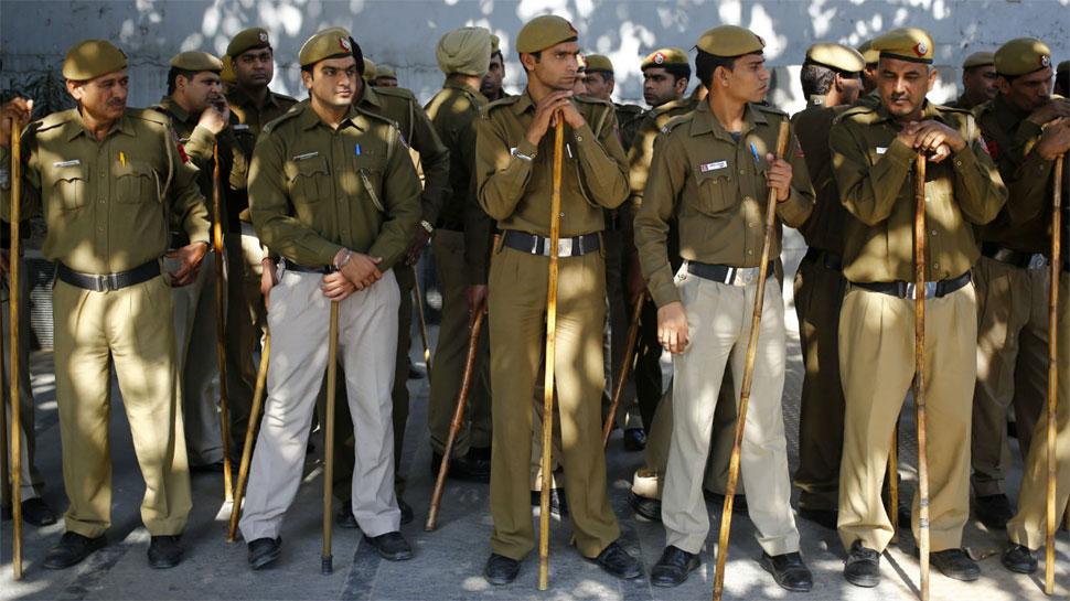 दिल्ली पुलिसकर्मियों की वर्दी पर लगाए जाएं कैमरे, उप राज्यपाल को लिखा गया पत्र