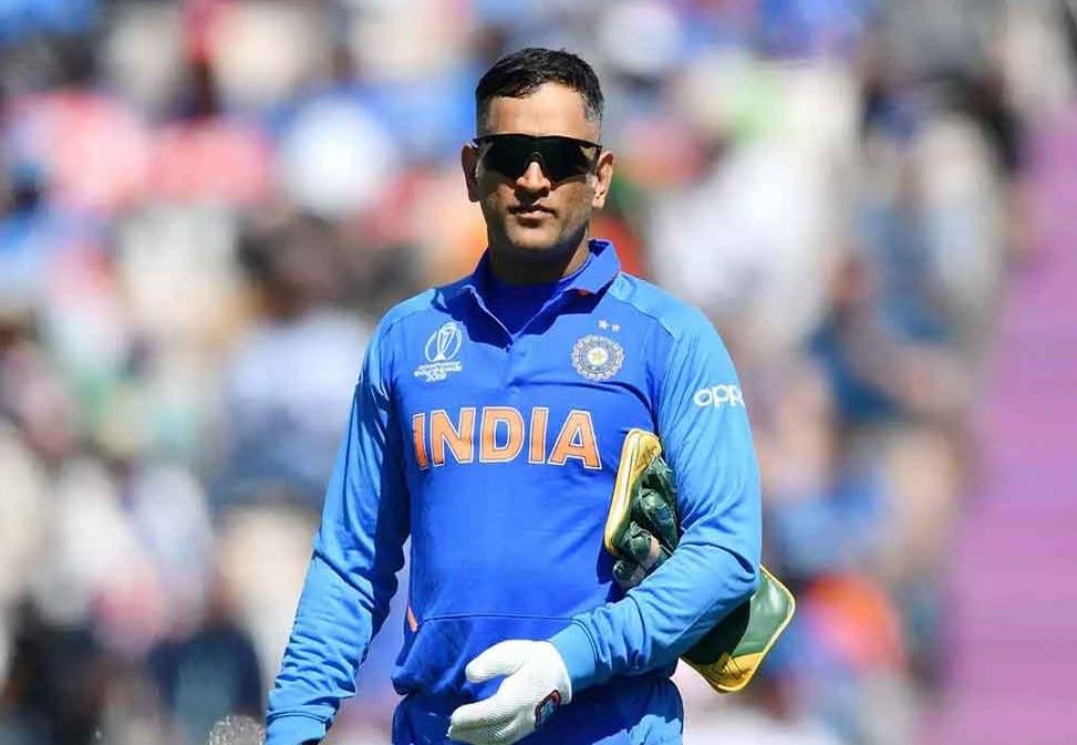 क्रिकेट से संन्यास लेने से पहले, कमेंट्री करते दिखेंगे Dhoni
