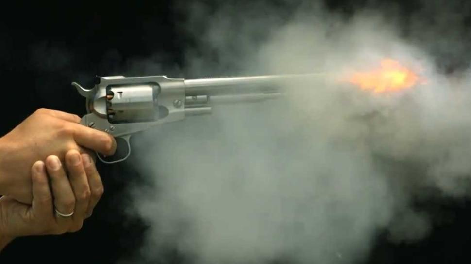 बिहार: बदमाशों ने व्यवसायी को मारी गोली, सड़क जाम कर लोगों ने किया विरोध