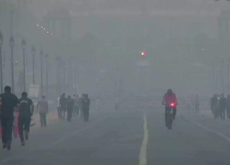 प्रदूषण पर सुप्रीम कोर्ट सख्त, बोली-आप काम नहीं कर सकते तो यहां क्यों हैं