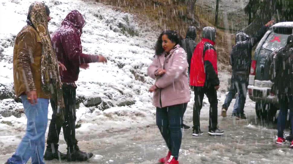 VIDEO: कश्मीर और हिमाचल में भारी बर्फबारी, सड़क मार्ग बंद; दो उड़ानें भी रद्द