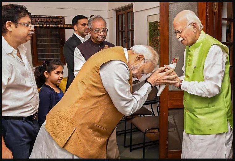 हिंदुत्व की राजनीति की नींव रखने वाले आडवाणी 92 साल के हुए
