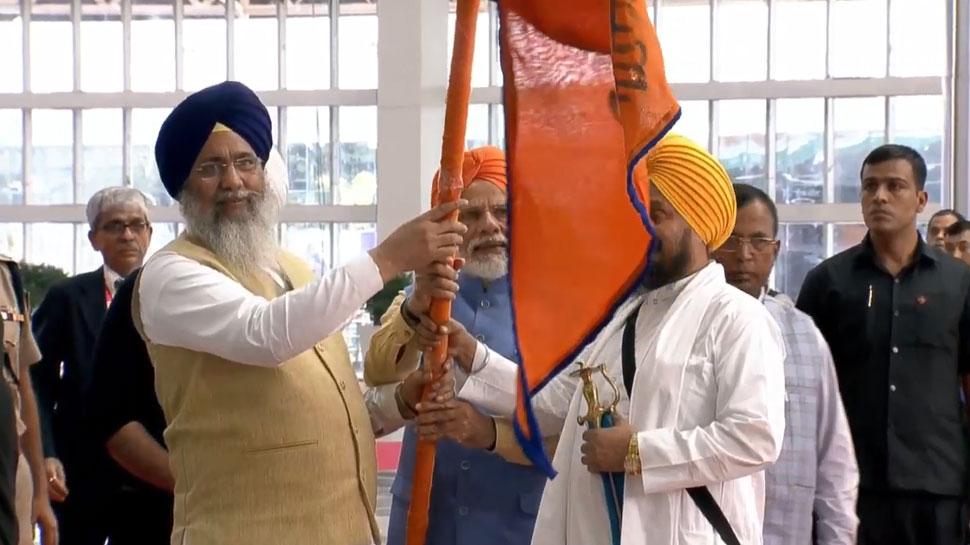 करतारपुर कॉरिडोर: PM मोदी ने सिख श्रद्धालुओं के जत्थे को किया रवाना, मनमोहन सिंह से भी मिले