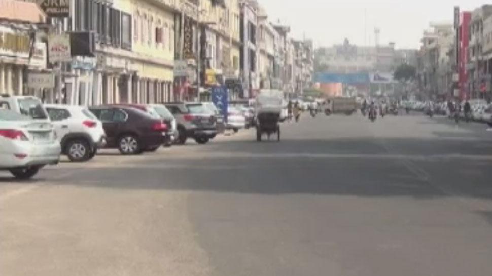 सुनी रही जयपुर की सड़कें, TV स्क्रीन पर नजरे गड़ाए रहे लोग