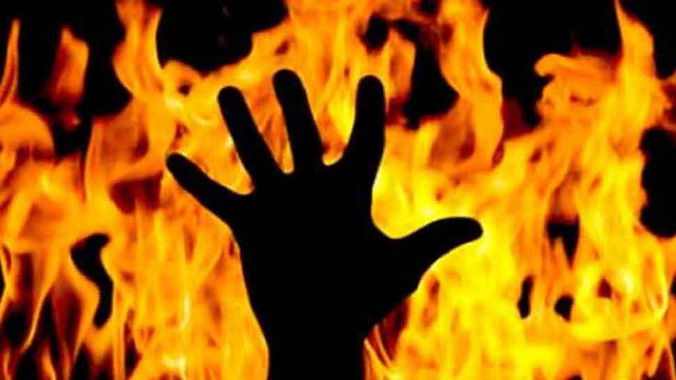 जेठानी से किसी बात पर हुआ विवाद, महिला ने 1 वर्षीय बच्चे सहित लगा ली आग