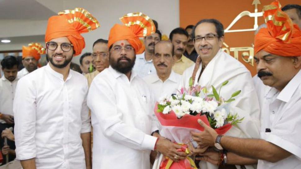 उद्धव ठाकरे 17 नवंबर को बन सकते हैं महाराष्ट्र के मुख्यमंत्री, आदित्य ने राज्यपाल को सौंपी 161 MLA की चिट्ठी