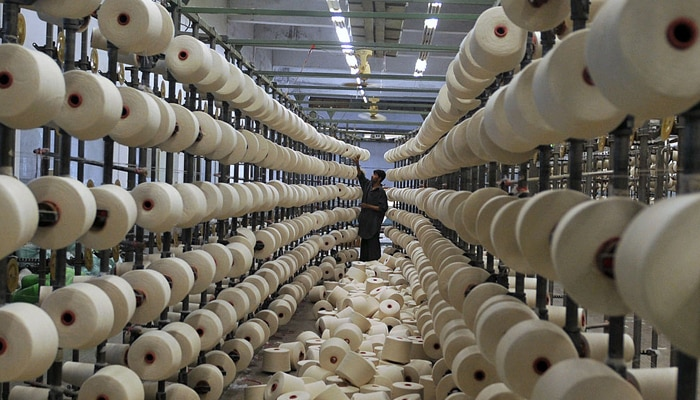 भारत से तल्ख रिश्ते रखना पाकिस्तान को पड़ रहा भारी, इस वजह से अब कपड़ा इंडस्ट्री पड़ी ठप