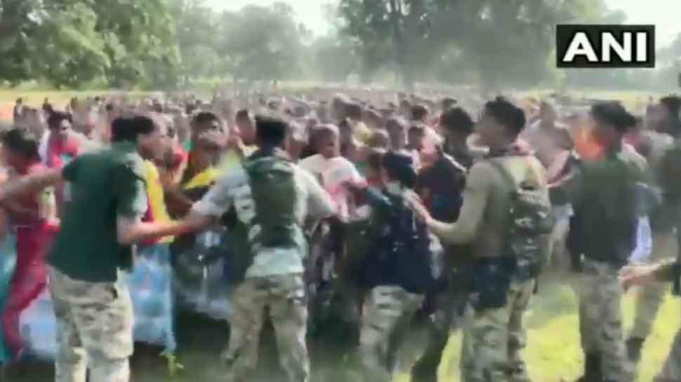 दंतेवाड़ा में पुलिस कैंप का विरोध, एसपी बोले- नक्सली बना रहे ग्रामीणों पर दबाव