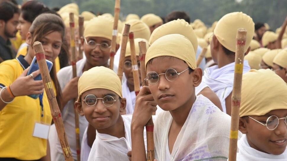 भागलपुर: 6200 बच्चे बने 'महात्मा गांधी', अनोखे अंदाज में दिया शांति का संदेश