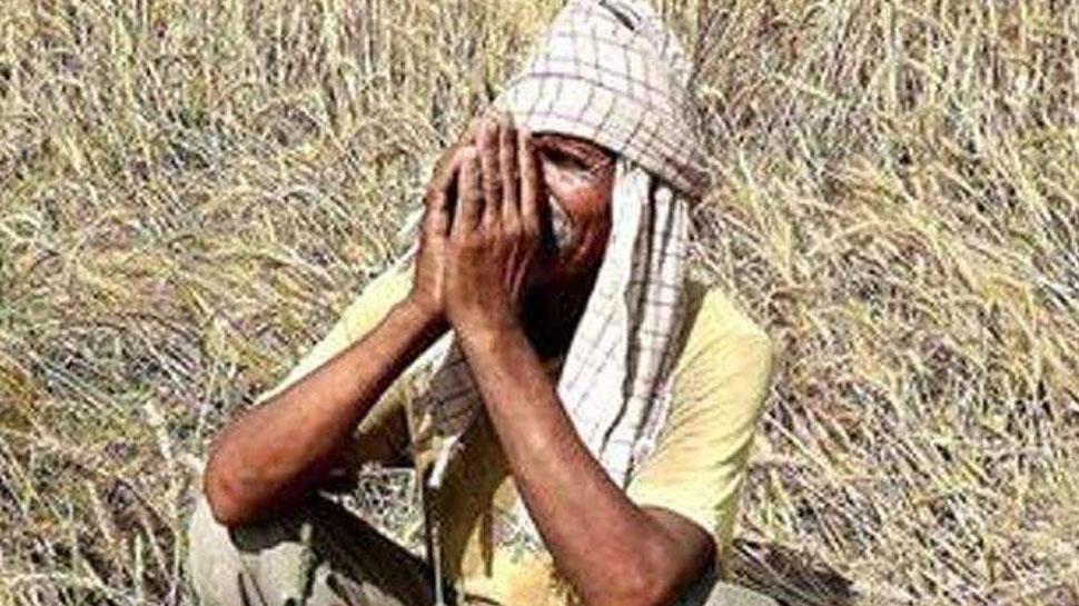 महाराष्ट्र में नहीं कोई सरकार, मदद के लिए कहां जाएं किसान?
