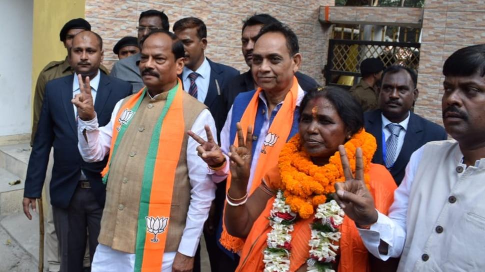 झारखंड विधानसभा चुनाव: पोटका से मेनका सरदार ने किया नॉमिनेशन, CM रघुवर भी रहे मौजूद