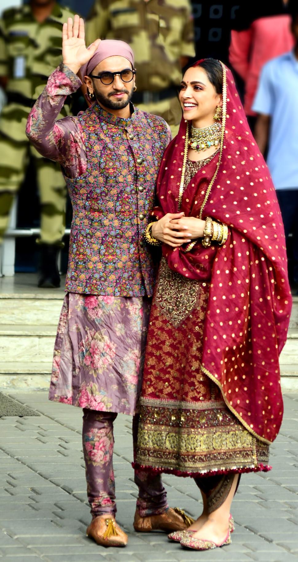 Ranveer Singh and Deepika Padukone spotted at airport