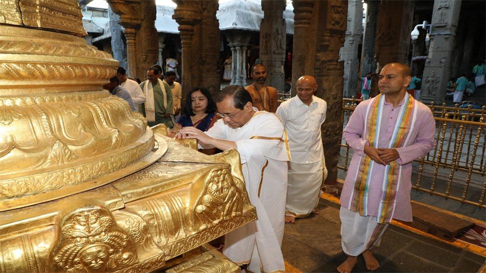 CJI रंजन गोगोई आज हो रहे हैं रिटायर, पत्नी के साथ किए भगवान वेंकटेश्वर के दर्शन