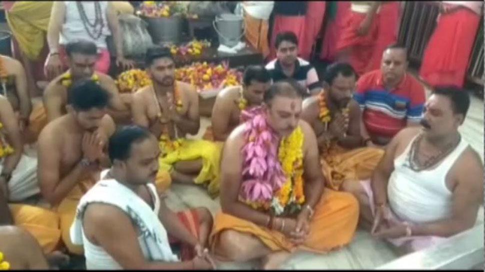 टीम इंडिया के कोच रवि शास्त्री पहुंचे उज्जैन, महाकालेश्वर मंदिर में की पूजा-अर्चना