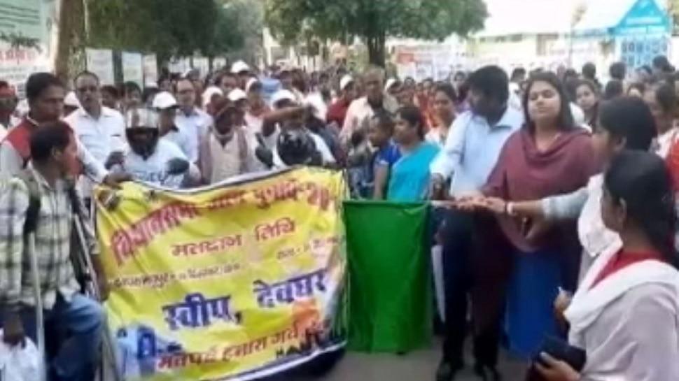 देवघर: मतदान के लिए रैली का आयोजन, दिव्यांग मतदाताओं को किया गया जागरूक