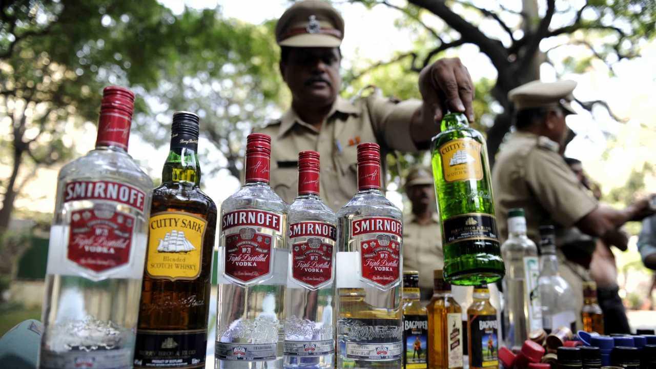 कैमूर: दवा के बीच छिपा कर ले जाई जा रही थी शराब, 25 लाख आंकी गई कीमत